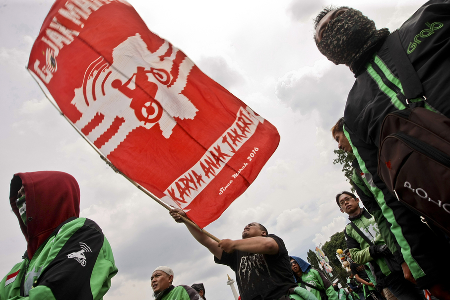Protesting drivers said Go-Jek, as a local company, should care about its fellow Indonesians (JG Photo/Yudha Baskoro)