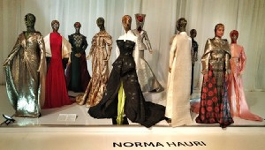 A model and mannequins present Norma Hauri's collection. (JG Photo/Sylviana Hamdani)