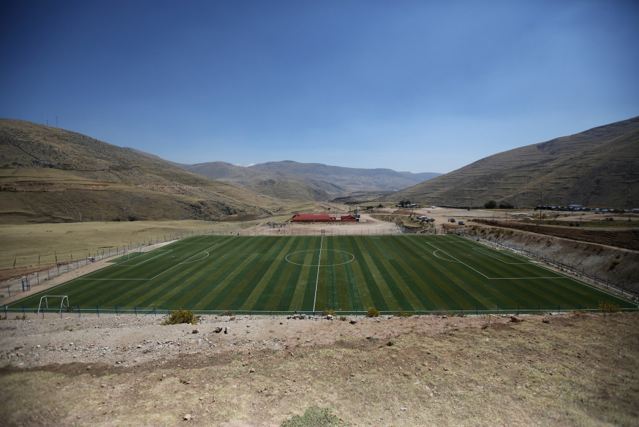 A soccer pitch is seen in the town of Nueva Fuerabamba in Apurimac, Peru, October 3, 2017. Reuters Photo/Mariana Bazo