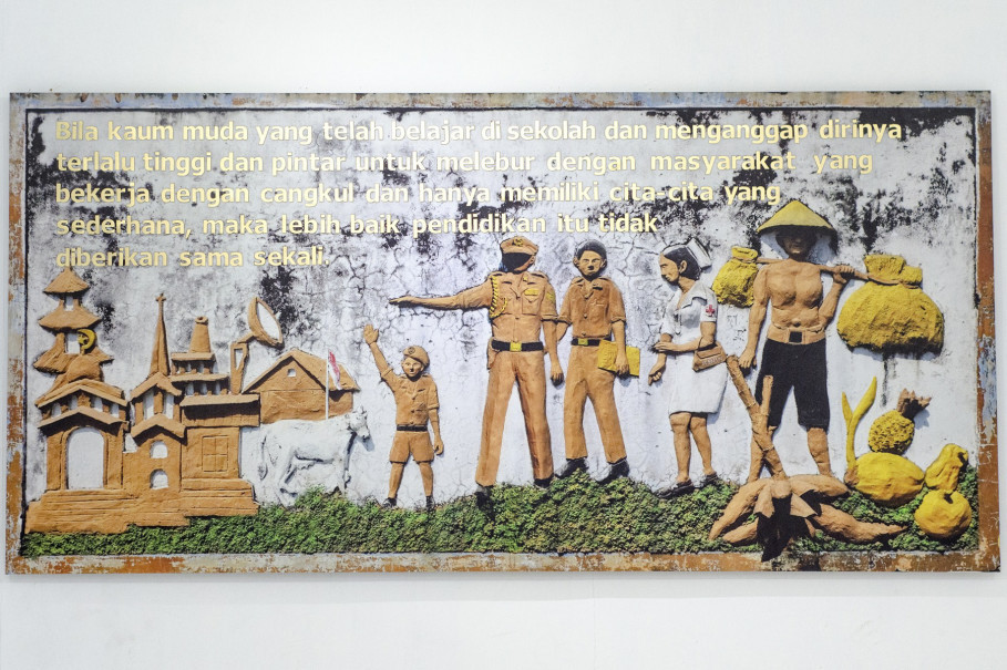 'Education is useless if the educated refuse to join together with the working class,' reads a Tan Malaka quote in one of the works by Akiq A. W. (Photo courtesy of UGM/Hamada)