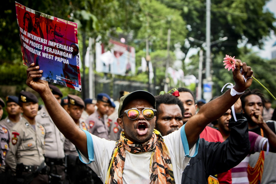 Demonstrators protest Indonesia's rule of West Papua during the mass protest in front of the Megaria Cinema in Central Jakarta on Friday (01/12). (JG Photo / Yudha Baskoro)