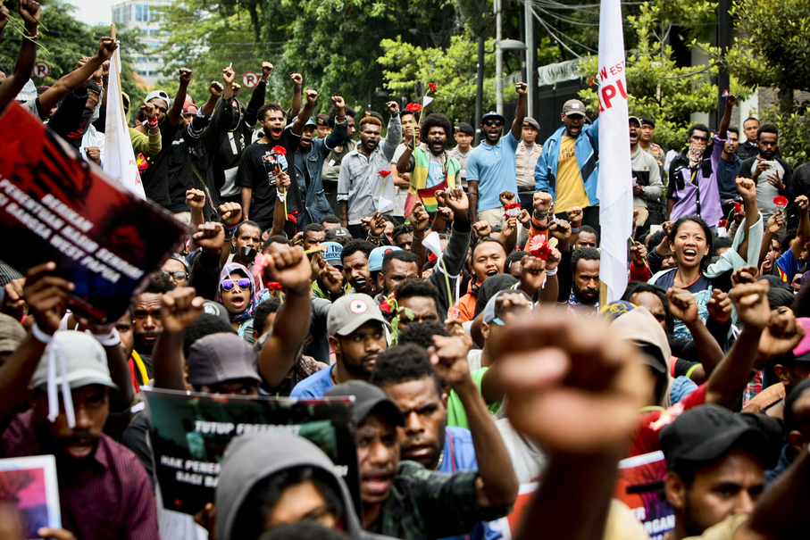 On Friday (01/12), dozens of demonstrators gathered in Central Jakarta to demand West Papuan independence from Indonesia. (JG Photo / Yudha Baskoro)