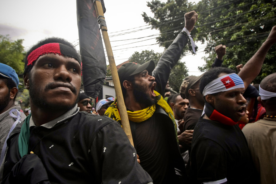 Demonstrators marched from the Legal Aid Institute in Jakarta on Friday (01/12) to demand West Papuan independence. (JG Photo / Yudha Baskoro)