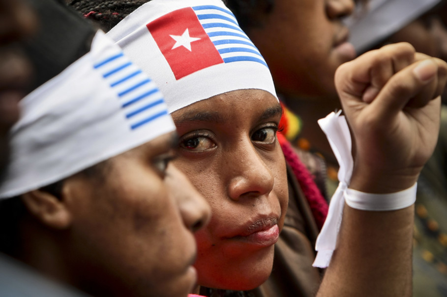 Demonstrators wear the West Papuan Morning Star flag on their heads to express solidarity with the province's independence movement. (JG Photo / Yudha Baskoro)