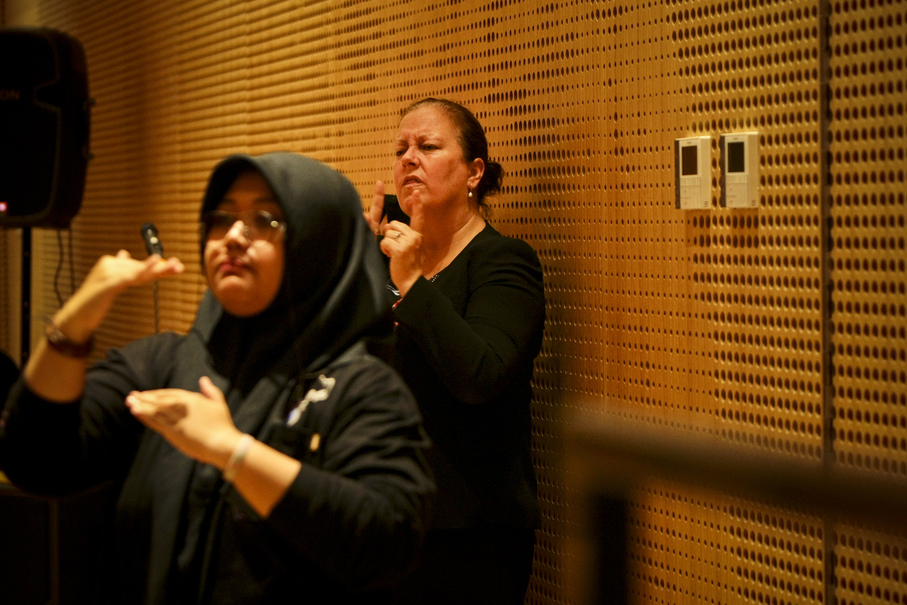 Sign-language interpreters hard at work. (JG Photo/Yudha Baskoro)