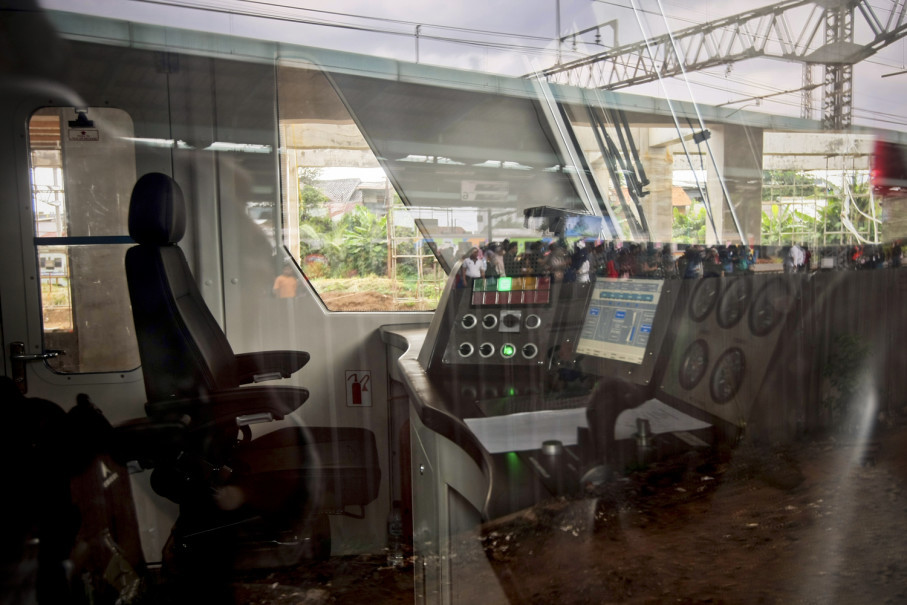 Inside the airport train cockpit at Manggarai Station. (JG Photo/Yudha Baskoro)