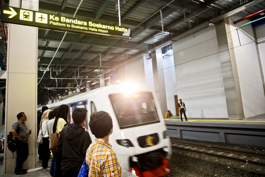 Passengers wait on a platform for the airport train at Sudirman Baru station on Wednesday (27/12). (JG Photo/Yudha Baskoro)
