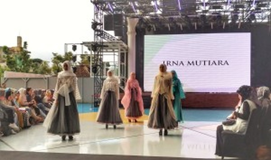 Irna Mutiara's hanbok-inspired modest wear. (JG Photo/Sylviana Hamdani)