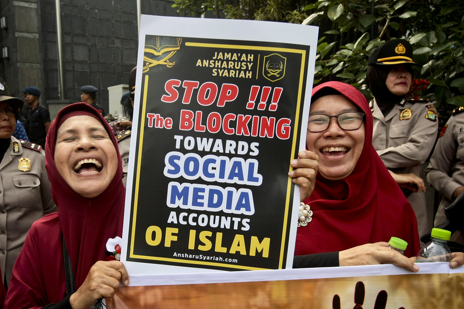 A protestor carries a poster during the demonstration outside Facebook's representative office in Central Jakarta on Friday. (JG Photo/Yudha Baskoro)