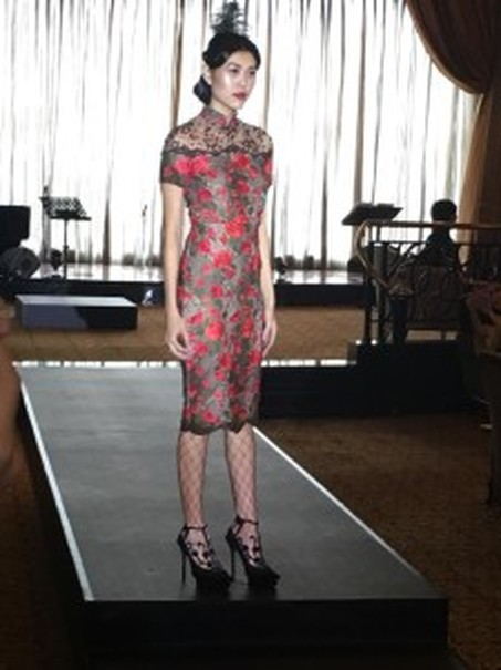 Sebastian Red's cocktail dress in flowery patterns. (JG Photo/Diella Yasmine)