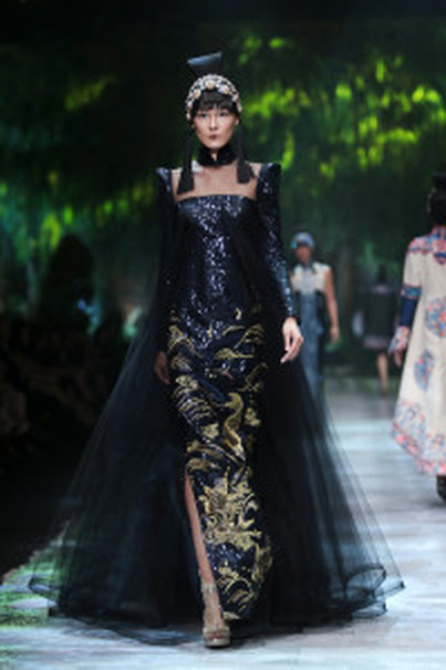 A black cheongsam dress with sequin-on-sequin embellishments. (Photo courtesy of Tim Muara Bagdja)