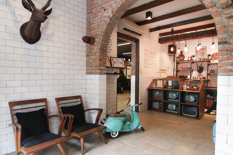 The chic entrance to Chief Barbershop's Ciragil branch. (Photo courtesy of Chief Barbershop)