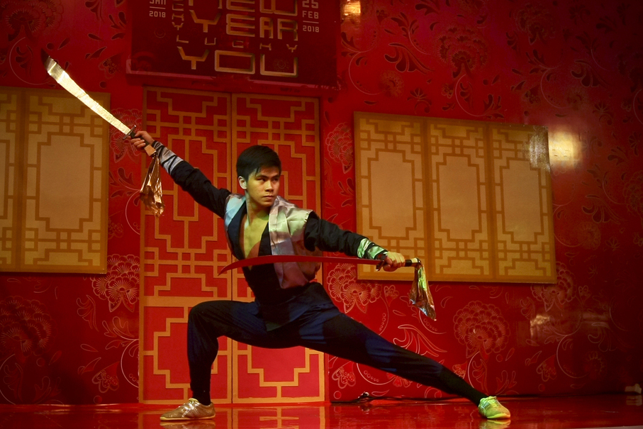 A wushu performance at Ciputra Mall. This form of martial art was developed in China after 1949. (JG Photo/Yudha Baskoro)