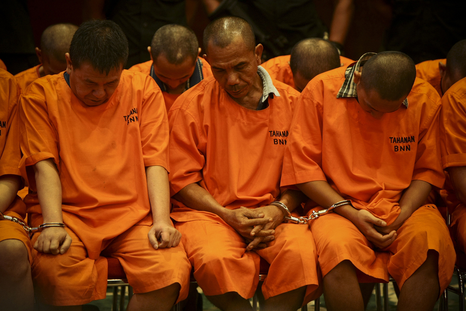 A total of 12 suspected drug traffickers were paraded before the press. (JG Photo/Yudha Baskoro)