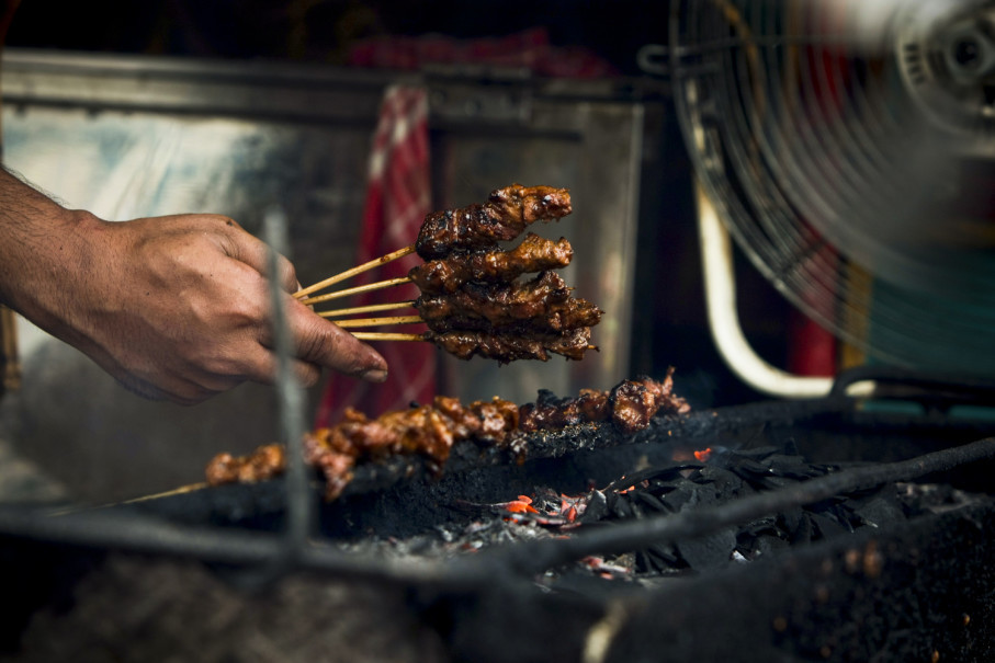 Goat satay being prepared on a charcoal grill. (JG Photo/Yudha Baskoro)