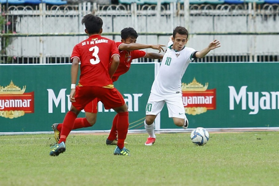 Egy, right, is challenged by Myanmar players in their third-place match in the 2017 Asean Football Federation U-18 Championship. (Photo courtesy of PSSI)