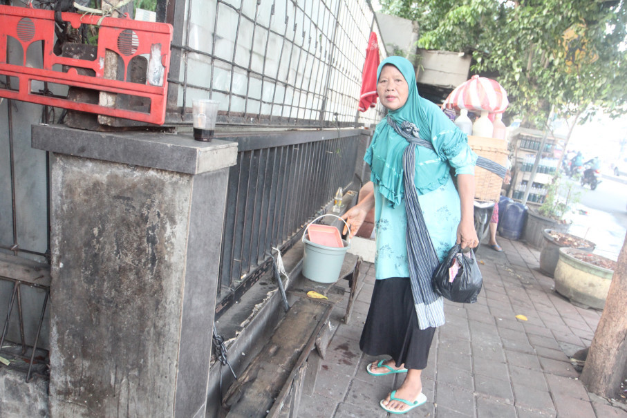 Suginem has been selling jamu for 20 years around Kebon Kacang in Central Jakarta. (JG Photo/Yudhi Sukma Wijaya)