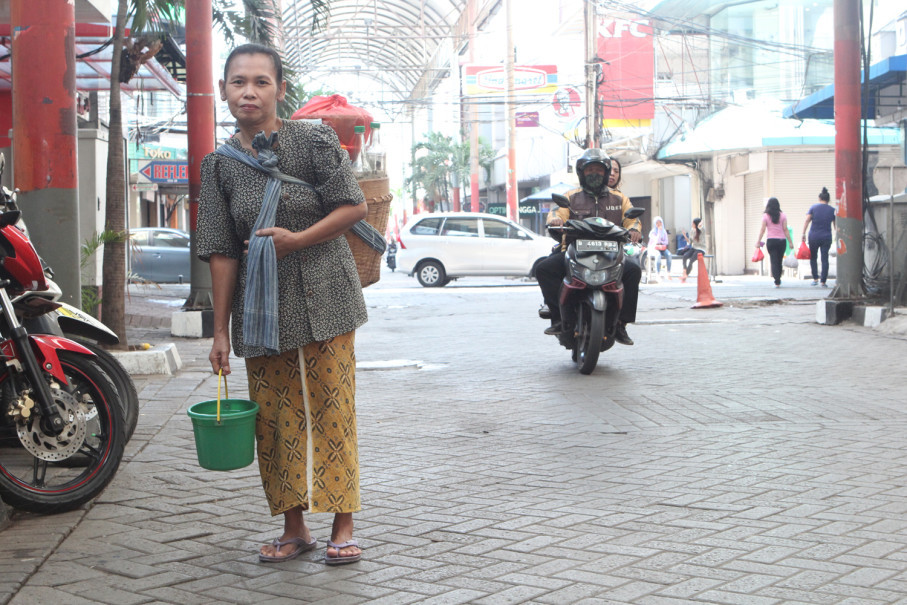 Nani said that there are many jamu sellers like her from Karang Anyar neighborhood in Sawah Besar, Central Jakarta. (JG Photo/ Yudhi Sukma Wijaya)
