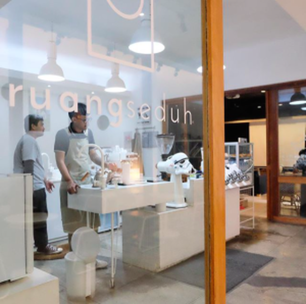 Communal coffee brewing space Ruang Seduh in Kemang, South Jakarta, offers crash course barista classes. (Photo courtesy of Ruang Seduh)