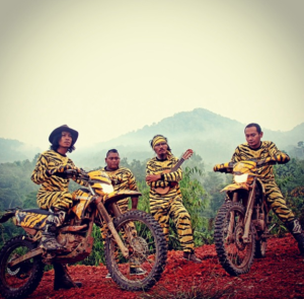 Navicula during their dirtbike tour across Kalimantan in 2014. (Photo from Navicula's Instagram)