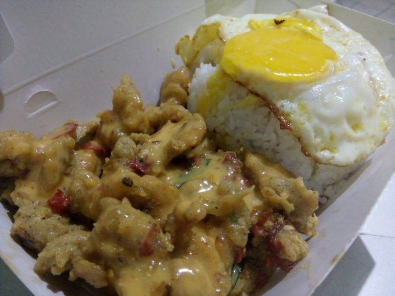 Spicy salted egg shrimp with a fried egg and extra cheese sauce from Warunk. (Photo courtesy of Warunk Salted Egg)