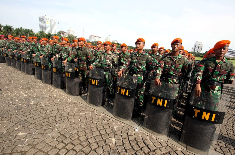 Members of the Indonesian Military (TNI) prepare for deployment to secure the 2017 regional election in Jakarta in this file photo. (JG Photo/Yudhi Sukma Wijaya)