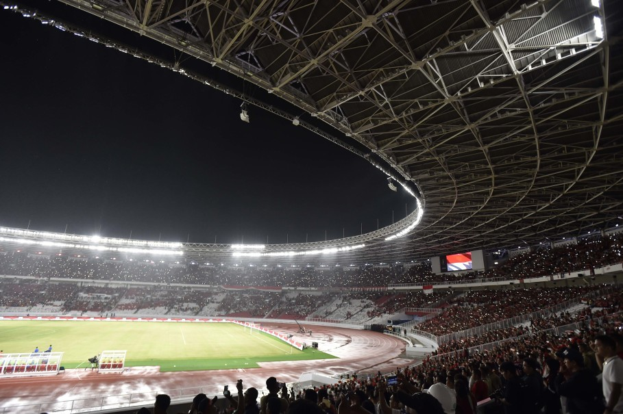 The Indonesian national football team playing in a friendly match against Iceland at Gelora Bung Karno Main Stadium in January. (Antara Photo/Puspa Perwitasari)