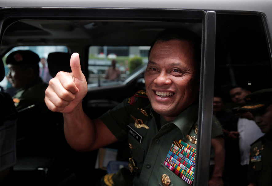 Former Indonesian Military chief Gen. Gatot Nurmantyo gestures as he sits in his car after talking to reporters in Jakarta on January 5, 2017. (Reuters Photo/Beawiharta)