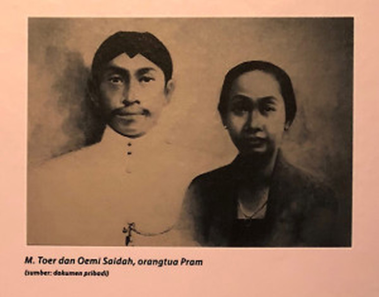 A portrait of Mastoer Imam Badjoeri and Oemi Saidah at the 'Namaku Pram: Catatan dan Arsip' exhibition. (JG Photo/Lisa Siregar)