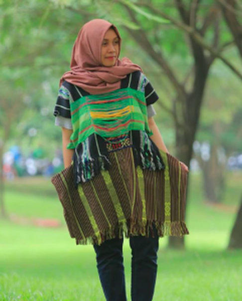 An oversized tunic by Dian Oerip. (Photo courtesy of Oerip Indonesia)