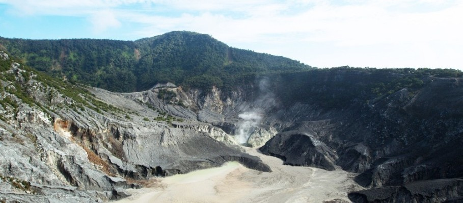 Mount Tangkuban Parahu in West Java. (Photo courtesy of the Tourism Ministry via Indonesia Travel)