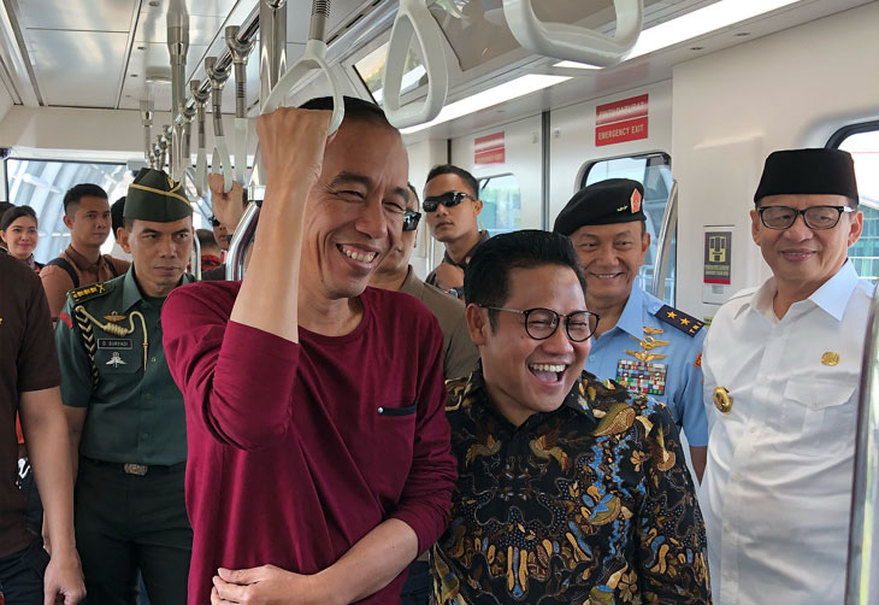 Jokowi and Muhaimin test the new train to Soekarno-Hatta International Airport. (Courtesy of Press Bureau)
