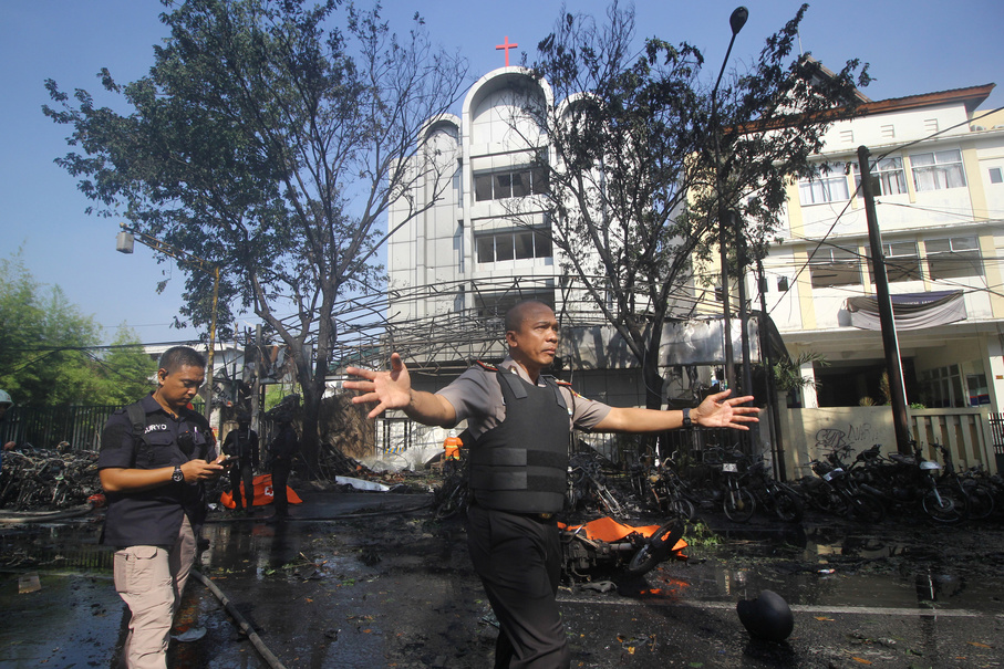 Police stand guard near the site of a blast at the Pentecost Church Central Surabaya (GPPS), in Surabaya, East Java. (Antara Photo/Moch Asim)