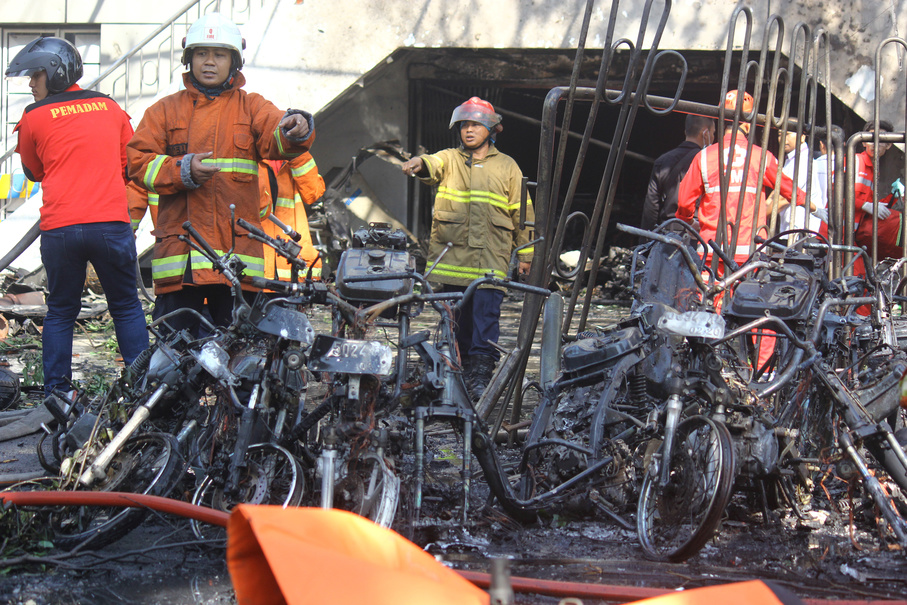Firefighters are seen at the site of a blast at the Pentecost Church Central Surabaya. (Antara Photo/Moch Asim)