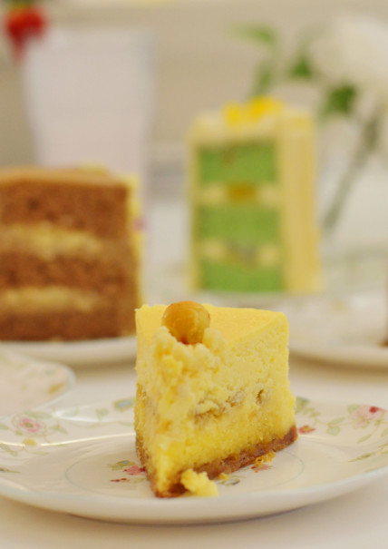AMKC's Nastar Cheesecake features a homemade 'nastar' (pineapple tart) as an edible decoration. (JG Photo/Cahya Nugraha)
