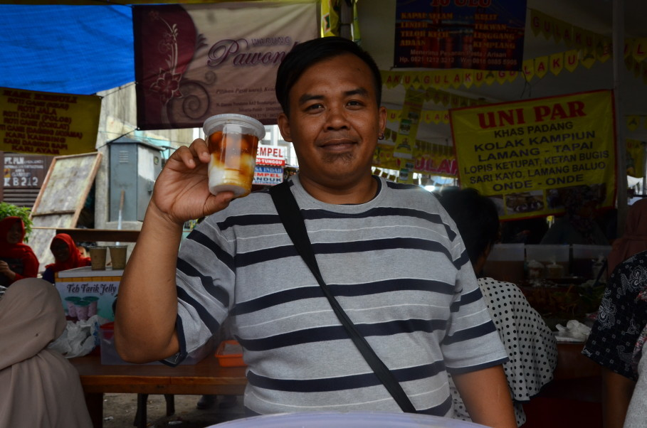 Yanny Gondrong, one of the seasonal sellers at Benhil Market who sets up shop every Ramadan. (JG Photo/Cahya Nugraha)