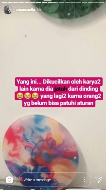 One of Amanda Aulia's Instagram story depicting a damaged artwork at Museum MACAN. (Screenshot taken from Janitra (@chanzino)'s Twitter thread)