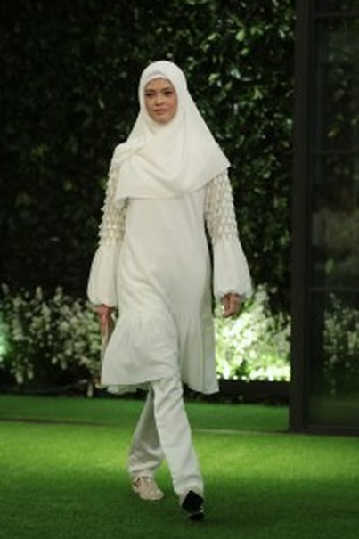 A white-on-white look for Idul Fitri by Ivan Gunawan. (Photo courtesy of Tim Muara Bagdja)