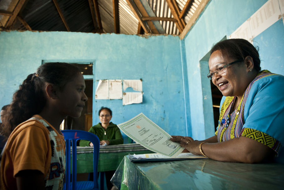 Mirna receiving her birth certificate, 14 years after her birth. (JG Photo / Yudha Baskoro)