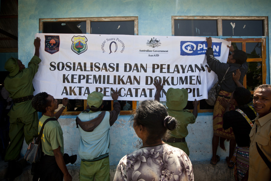 Officers put up the mobile civil registration service banner at a village office in Soe. (JG Photo/Yudha Baskoro)