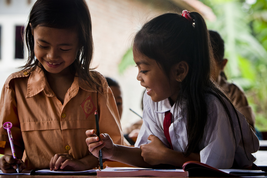 Students of SDN Mutiara elementary school still learn with pleasure and happiness even though they have not been able to study in their regular classrooms for the past month. (JG Photo / Yudha Baskoro)