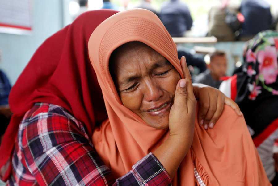 Lela Supiyanti, cries for her daughter, a passenger on the KM Sinar Bangun ferry which sank in Lake Toba. (Reuters Photo/Beawiharta)