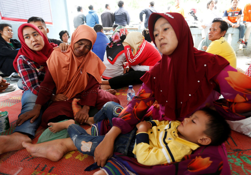 Relatives cry while waiting for news of missing family members. (Reuters Photo/Beawiharta)