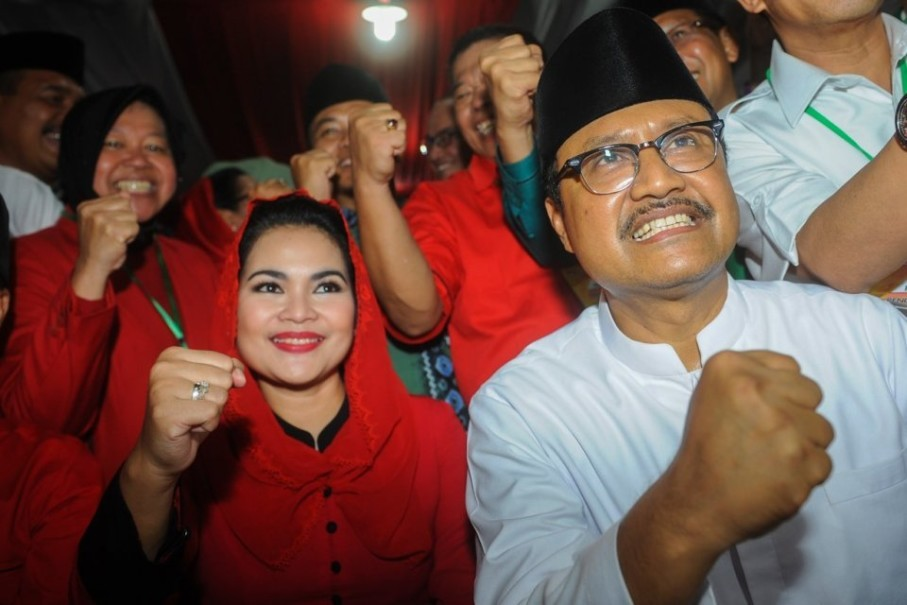 Saifullah Yusuf and his running mate Puti Guntur Sukarno. (Antara Photo/Zabut Karuru)