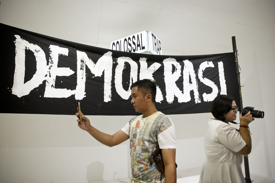A man takes a selfie in front of Eko Nugroho's work titled 'Carnival Trap.' (JG Photo/Yudha Baskoro)