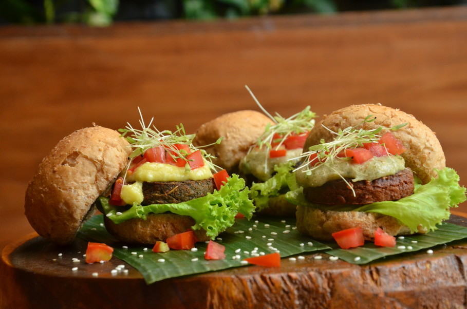 Burgreens' vegetarian burger trio features three different kinds of patties, two kinds of sauces and wholewheat buns. (JG Photo/Cahya Nugraha)