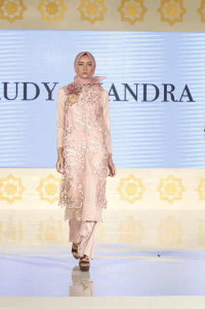 An outfit by Rudy Chandra. (Photo courtesy of Contentro PR)