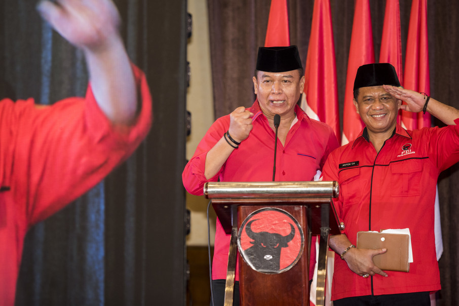 Tubagus Hasanuddin, left, and his running mate Anton Charliyan. (Antara Photo/M Agung Rajasa)