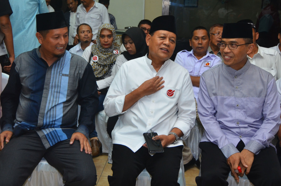 Sudrajat, center, is supported by Gerindra, PAN and PKS. (Antara Photo/Adeng Bustomi)
