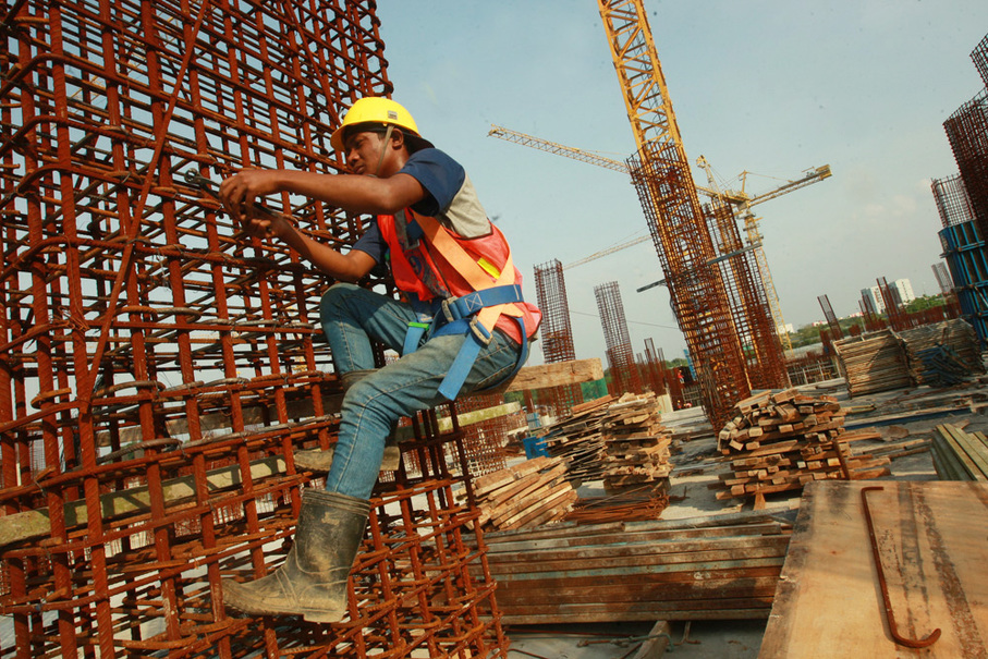 A worker assembles a steel reinforcing mesh on one of the towers at the Meikarta construction site in Cikarang, East Java, on Monday (02/07). (JG Photo/Yudhi Sukma Wijaya)